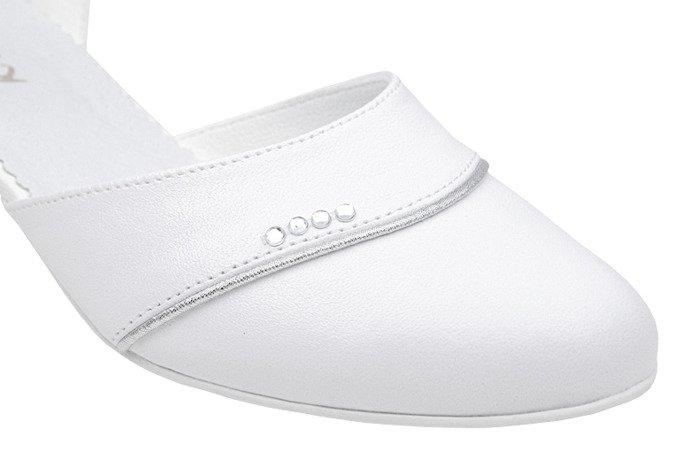 Pantofelki buty komunijne dla dziewczynki KMK 213 Białe