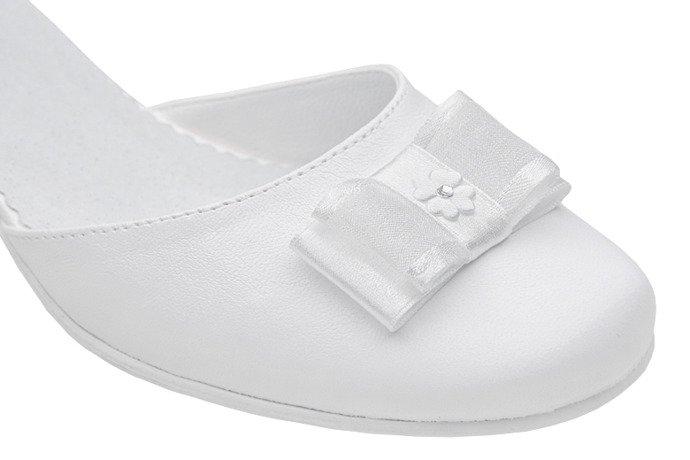 Pantofelki buty komunijne dla dziewczynki KMK 226 H Białe